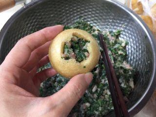 油豆腐塞肉,这样的油面筋同样的做法。