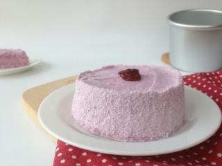 紫薯松糕,蒸好的松糕与模具内壁脱离,轻松脱模。