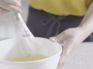 奶油蛋糕卷,继续搅拌!考验手速哦!