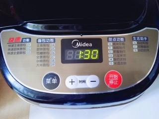 蜜豆小面包,面包机发酵1:30。天热也可以室温发酵。