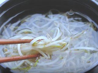 油泼辣子+川味凉面,都豆芽焯水后放冷水