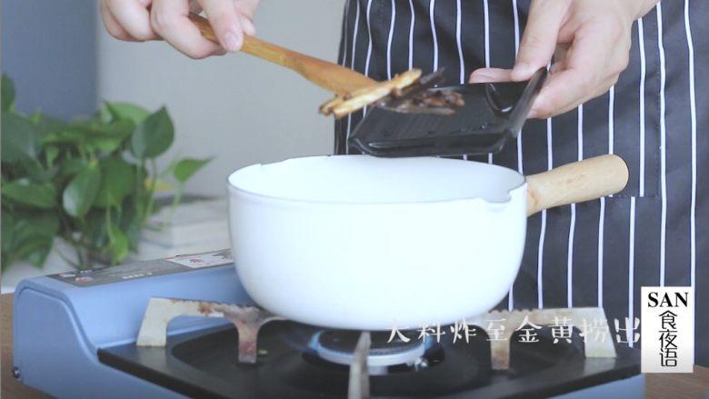 油泼辣子+川味凉面,炸制金黄后捞出
