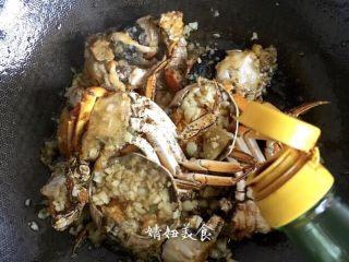 蒜泥螃蟹,香醋少许,增加香味