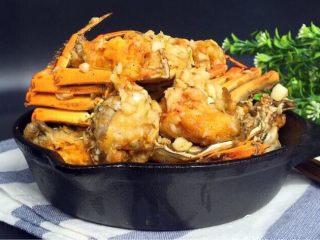 蒜泥螃蟹,装盘,一道蒜泥螃蟹就完成喽,喜欢的姐妹可以参考:每道菜都有它独特的味道,按需选择