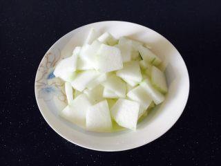 冬瓜薏仁排骨汤,冬瓜切片备用