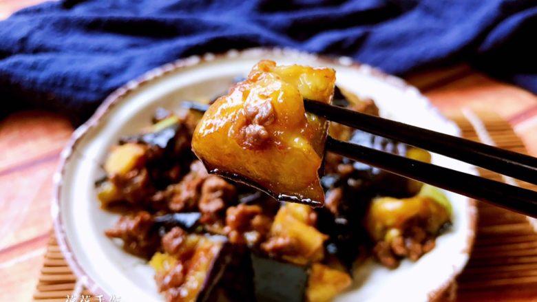 肉末烧茄子,尝一口,味道鲜美。