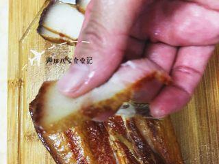 蒜苗臘肉,將臘肉切約0.3公分厚的片狀