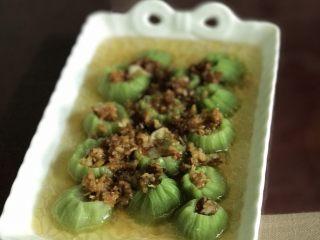 蒜蓉丝瓜——快手版,油热后淋在丝瓜上
