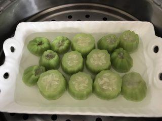 蒜蓉丝瓜——快手版,出锅(事实证明我的也蒸久了点,有点缩水了)