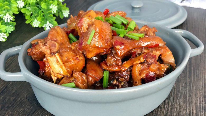 香辣猪蹄,成品:装盘,撒葱花即可;真的非常好吃,味道很棒