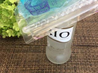 蓝天白云鸡尾酒和漂亮的芒果花,密封好,放冰箱冷冻8小时以上