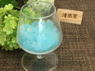 蓝天白云鸡尾酒和漂亮的芒果花,先铺蓝冰