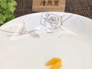 蓝天白云鸡尾酒和漂亮的芒果花,从小片到大片