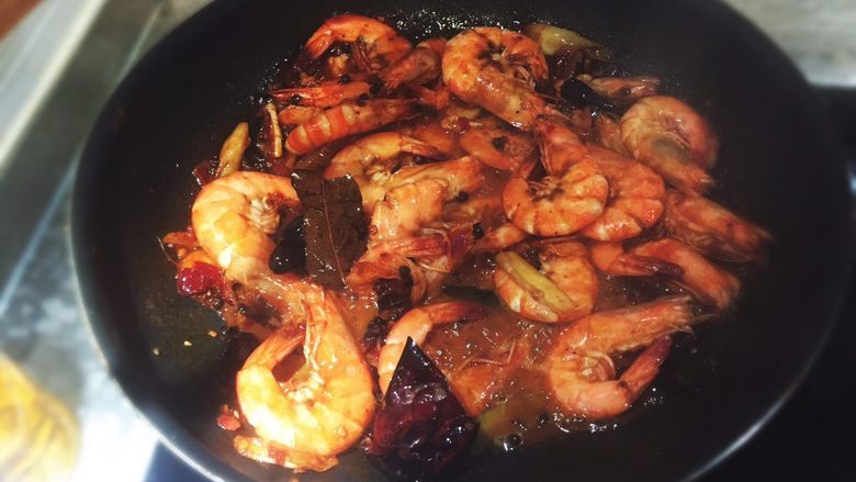 麻辣小海鲜之麻辣虾,将汁收干。