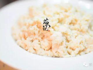葱说 | 雪花鸡淖,洗过后的鸡淖,撒上火腿丝,拌一下,就能直接吃了。