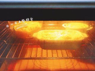 鲜虾芝士焗饭,我的烤箱,180度,14分钟,上色就很好了,直接关了。