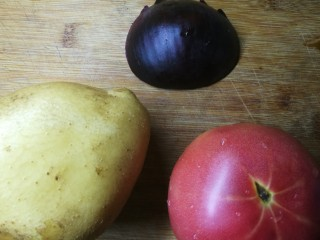 四季都宜的西红柿土豆浓汤,简单材料