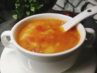 四季都宜的西红柿土豆浓汤,其实加些西式调料,如罗勒等也会很好喝,不一样的风情嘛。