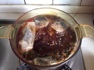 水果花茶,再次煮沸转小火煮5分钟即可