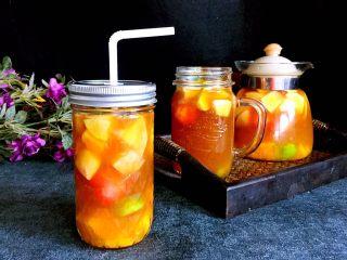 水果花茶,趁茶热的时候喝味道不错,当然也可以放入冰箱冷藏后再饮用