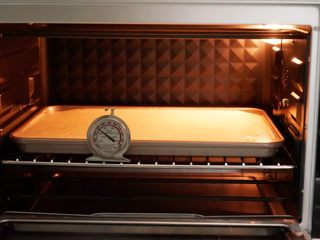 肉松小贝,将烤盘放入预热好的烤箱中层,170度烤23分钟左右