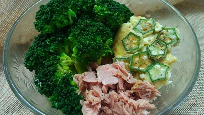 轻断食日晚餐-秋葵水蛋沙拉