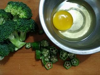 轻断食日晚餐-秋葵水蛋沙拉,秋葵切薄片
