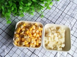 健脾养胃山药羹,玉米剥颗粒,山药切成颗粒