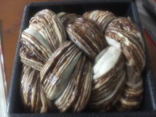 黑巧克力大理石吐司,发至两倍大