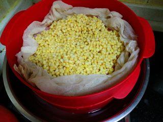 绿豆糕,把去皮绿豆放在蒸锅城蒸40-50分钟。