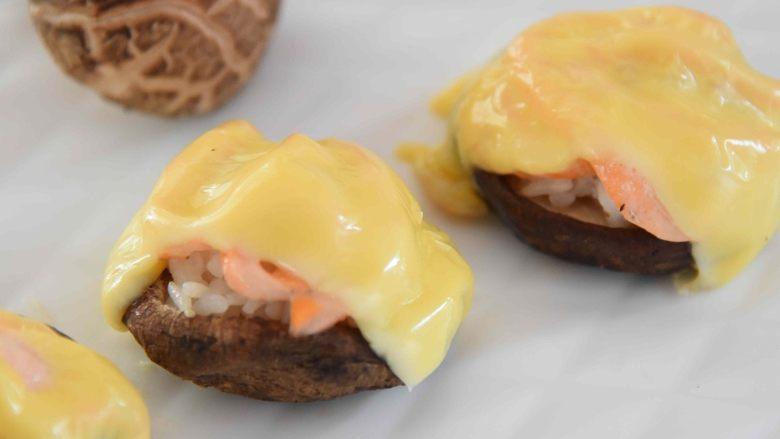 芝士蘑菇盅:蘑菇做成盅,别致又美味