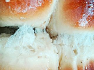 蜂蜜脆底小面包, 软软的,很拉丝呦~~