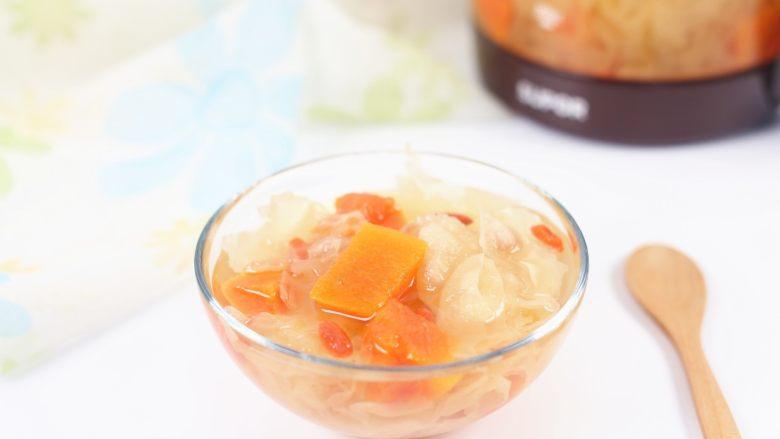 银耳木瓜糖水,夏天放入冰箱冷藏,口感更好,一碗凉爽爽的糖水,就是这么的简单。
