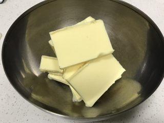 蜜桃乳酪派,黄油取出切块,无需软化黄油