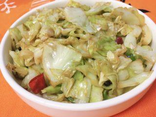 开胃圆白菜,炒熟盛盘