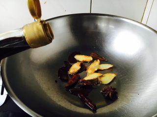 酱牛肉面,倒入50g生抽、5g酱油。