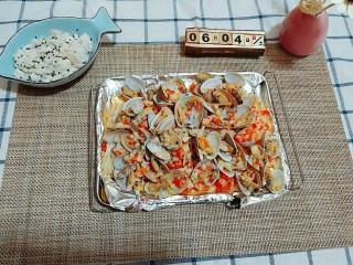 蒜蓉金针菇烤花蛤,第十步,出锅。