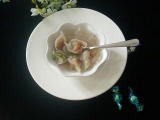 矾山特色小吃肉燕馄饨,皮QQ的,加了炸香的葱头酥拌馅,真的非常好吃,吃了还想吃!