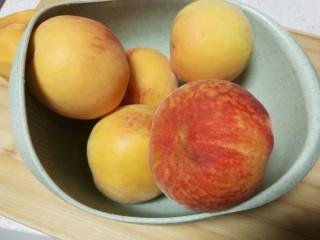 简单的黄桃罐头,黄桃洗净,用量很随意,买多少都一样做