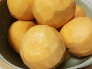 简单的黄桃罐头,黄桃去皮
