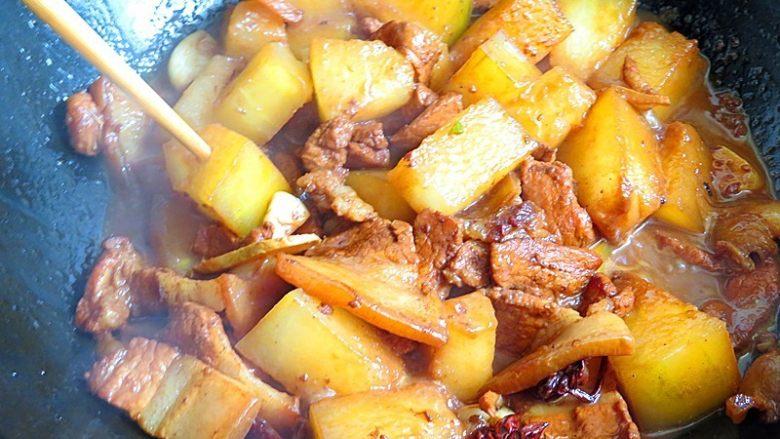 猪肉炖冬瓜粉条,炖至冬瓜可以插入筷子为止