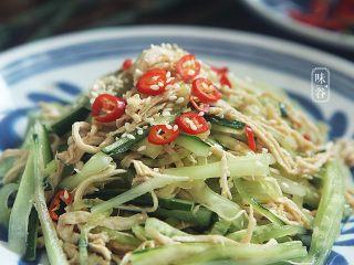 清爽開胃的涼拌雞絲,喜歡吃辣的,可以放上小米椒即可。