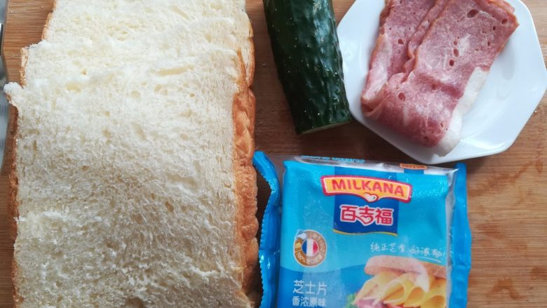 培根芝士三明治,面包切成1cm厚的面包片