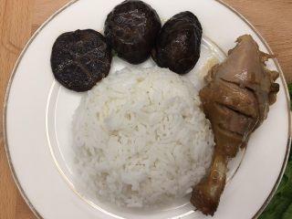 杂蔬饭团一让你孩子爱上吃饭,熟鸭腿肉一个切碎