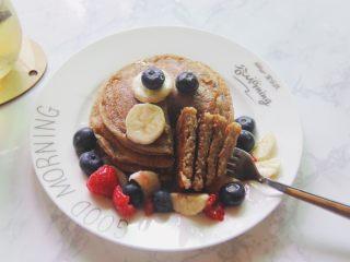 【燕麦香蕉Pancake】(素食低脂版),厚厚的很好吃呢!健康营养又美味~