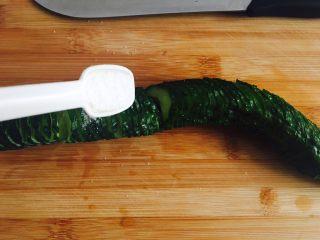 蓑衣黄瓜,用盐给黄瓜做个全身按摩