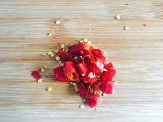 蓑衣黄瓜,干辣椒切段