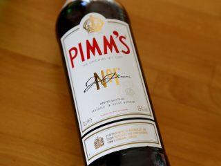 英式水果鸡尾酒Pimm's,2.这就是Pimm's NO.1(中文叫皮姆一号),Pimm's的酒精度数只有25%,并不是特别高。