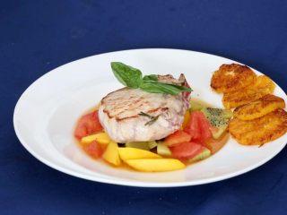营养丰富德式烤猪排,成菜德式烤猪排很有营养的一道美食