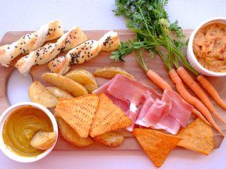 周末小食 ,再拆一包Nacho 还有意大利熏火腿和丹麦胡萝卜 摆盘